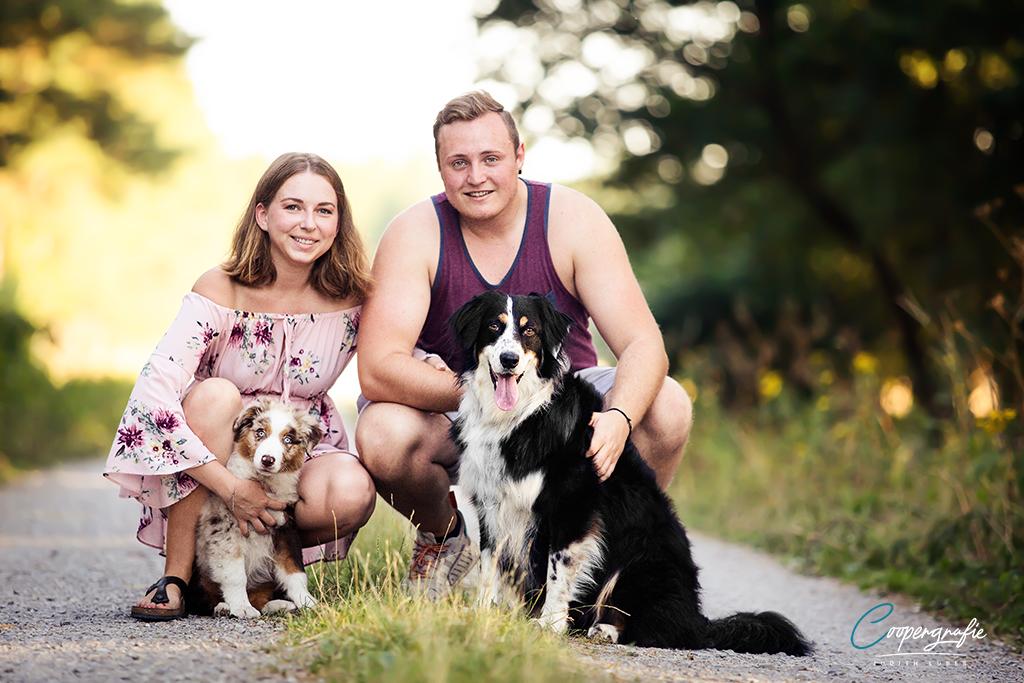 Familienfoto mit Hunden